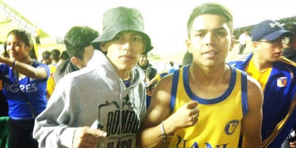 Motociclista relata como ayudó al joven golpeado por aficionados de Rayados