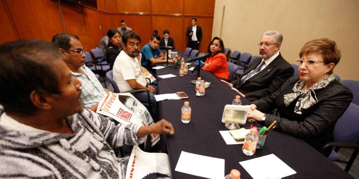 Padres de normalistas de Ayotzinapa piden Comisión para la Verdad