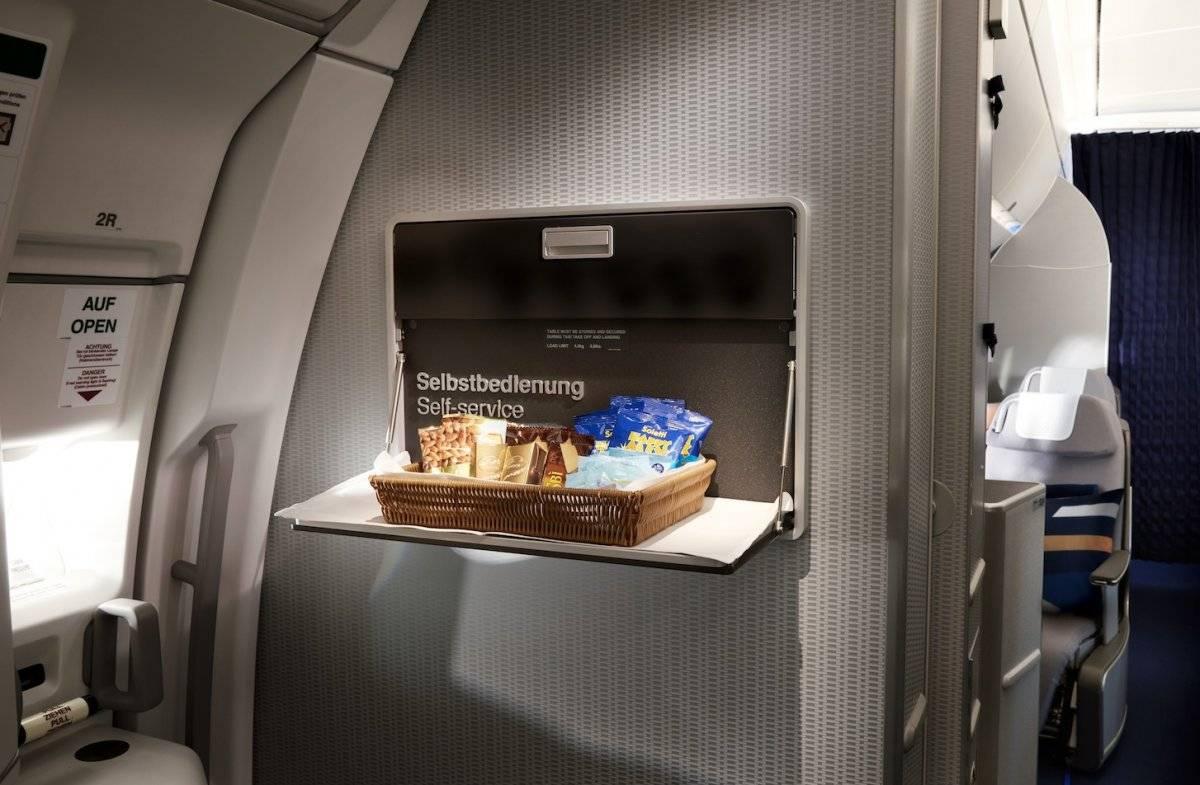 Los pasajeros de clase ejecutiva cuentan con un área de snacks en autoservicio. Cortesía