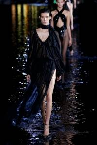 Desfile da Saint Laurent na Paris Fashion Week 2018