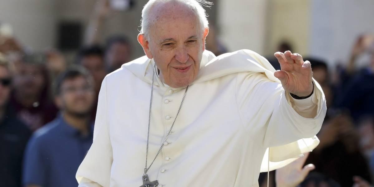 El papa insta a católicos chinos a superar las divisiones