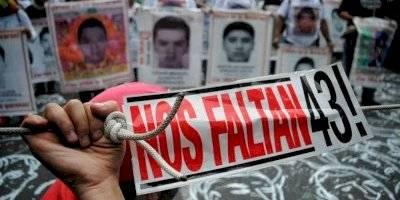 Marchan por los normalistas de Ayotzinapa a 4 años de su desaparición