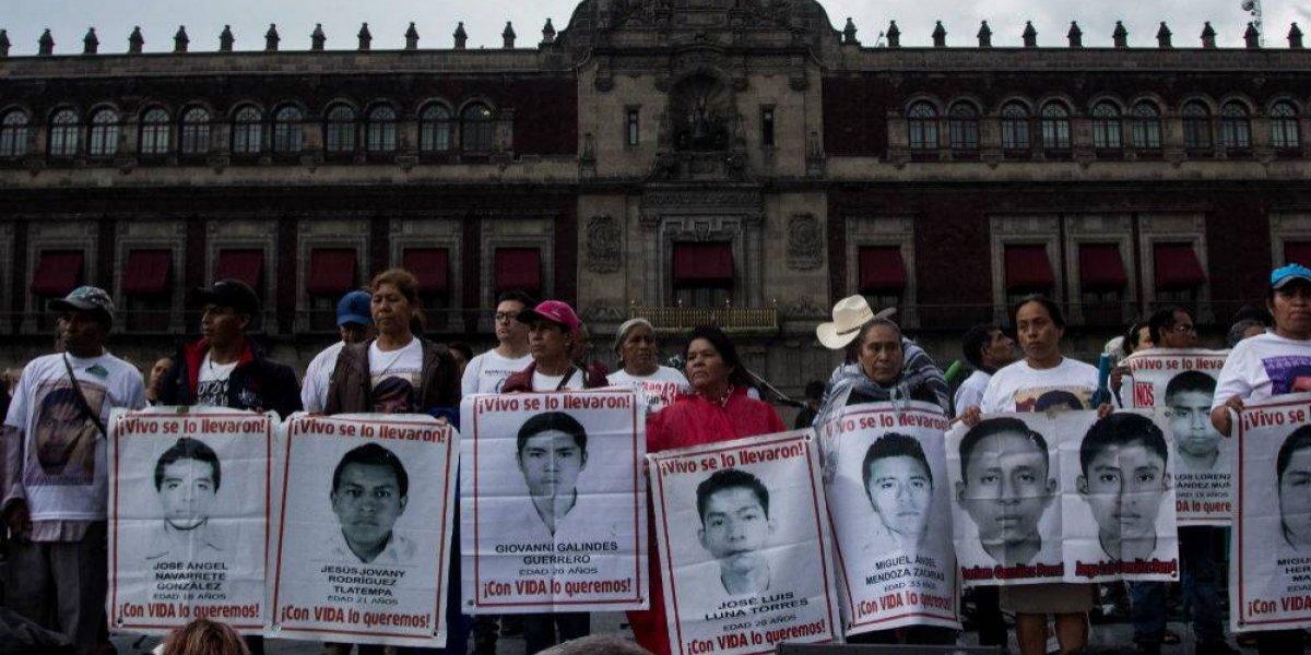 Padres de normalistas de Ayotzinapa piden justicia