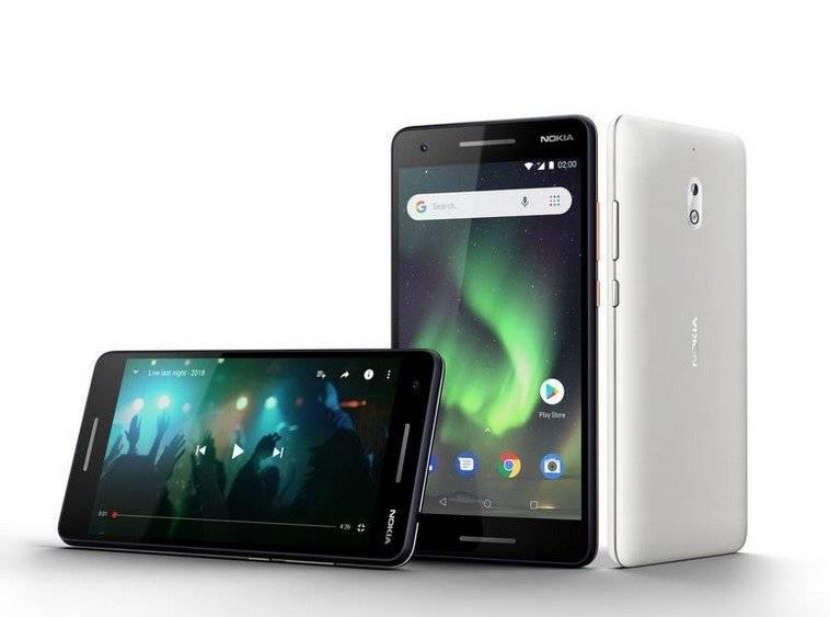 Nokia 2.1, con batería que dura hasta dos horas; cámara principal de 8MP con auto focus y cámara frontal de 5MP; doble altavoz y Android Oreo (Go edition) / Cortesía