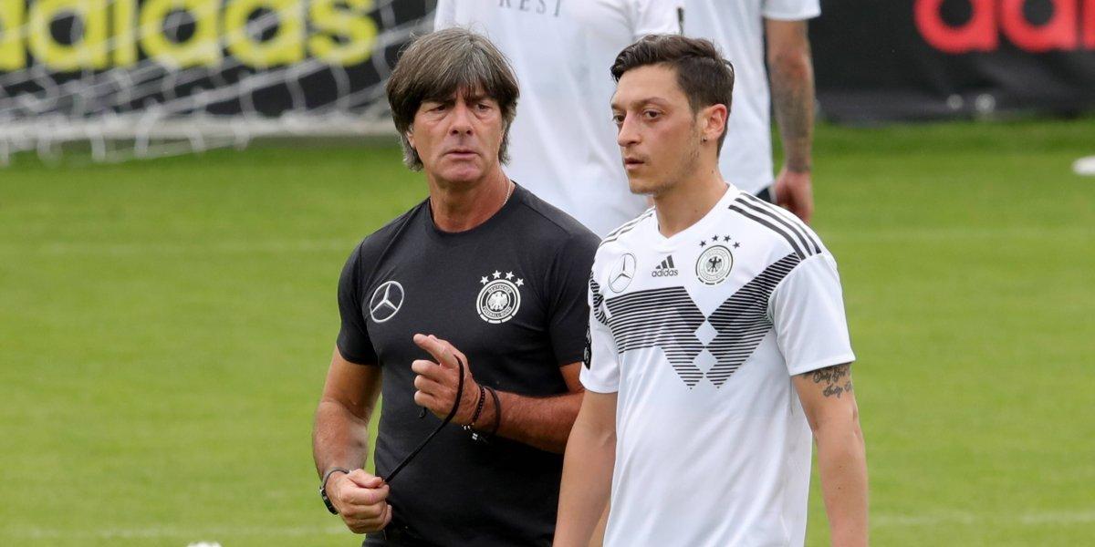 Arsenal no permitió que Joachmin Löw se reconciliara con Mesut Özil