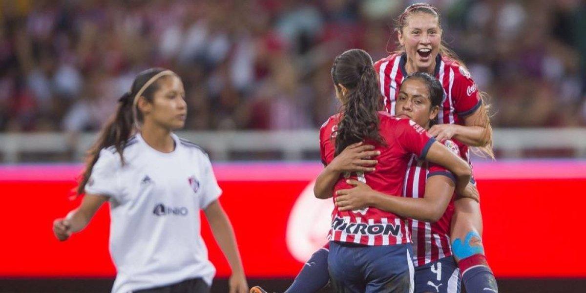 Arlett Tovar, la defensa de Chivas experta en hacer goles