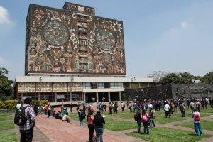 Escuelas de la UNAM entran en paro por aniversario de normalistas de Ayotzinapa