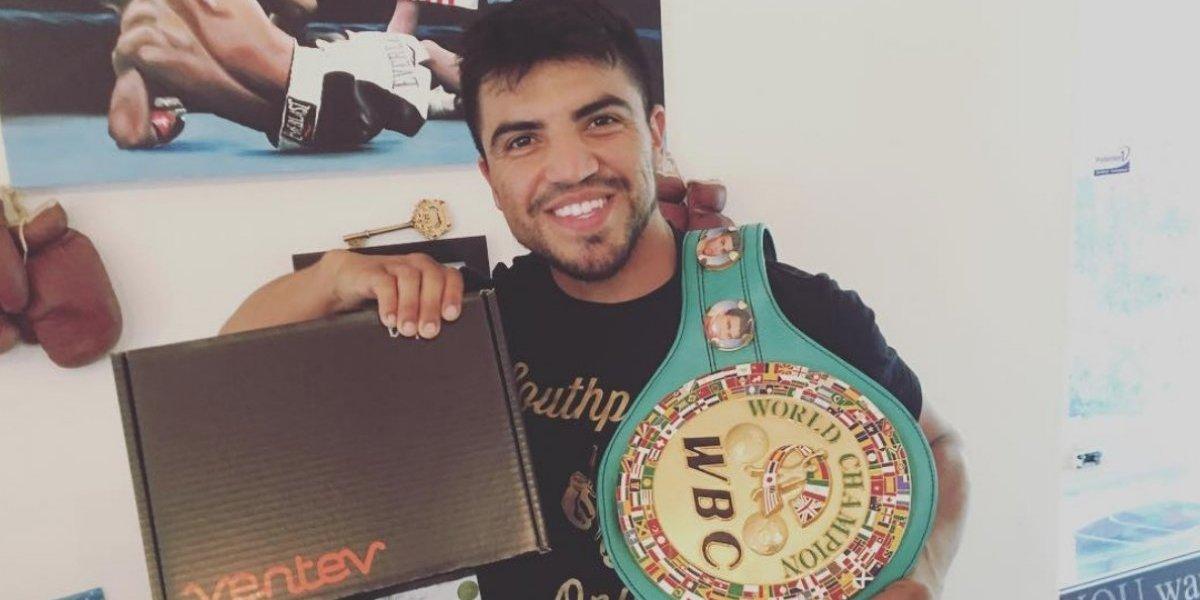 Detienen a campeón mundial de boxeo por violación