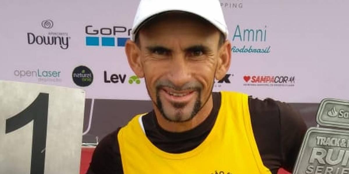 Lixeiro cria legião de atletas no sertão da Bahia ao investir do próprio bolso em corridas de rua