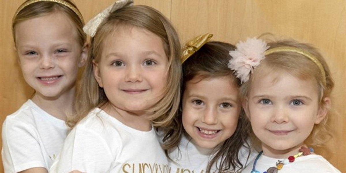 Cuatro niñas se hacen amigas luchando contra el cáncer y suben emotiva foto tras sobrevivir a la batalla tras dos intensos años