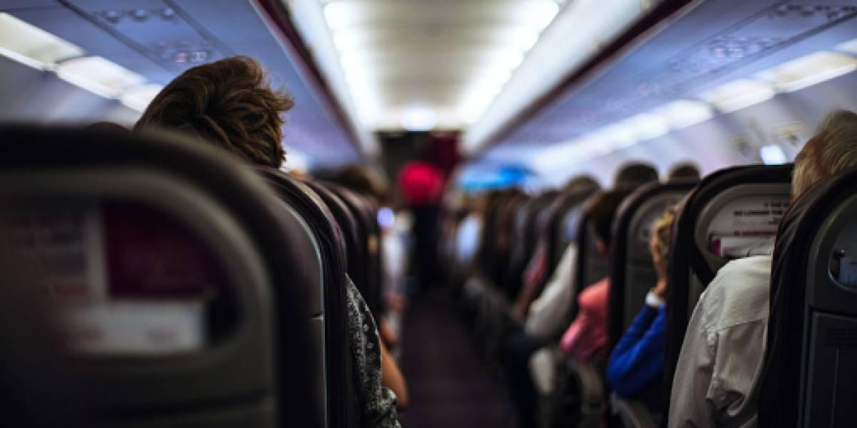"""""""Que asco por dios"""": tuitero sufre desagradable percance en avión y revela imagen que horrorizó a las redes sociales"""