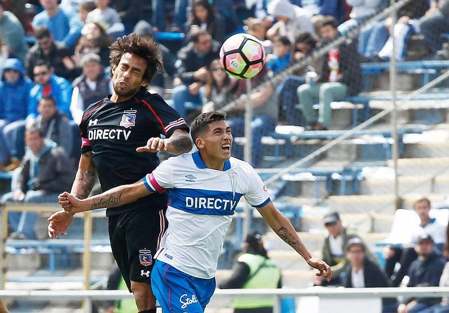 Carlos Lobos ha jugado tres clásicos por la UC ante Colo Colo. En los tres ha sufrido la derrota / Foto: Agencia UNO