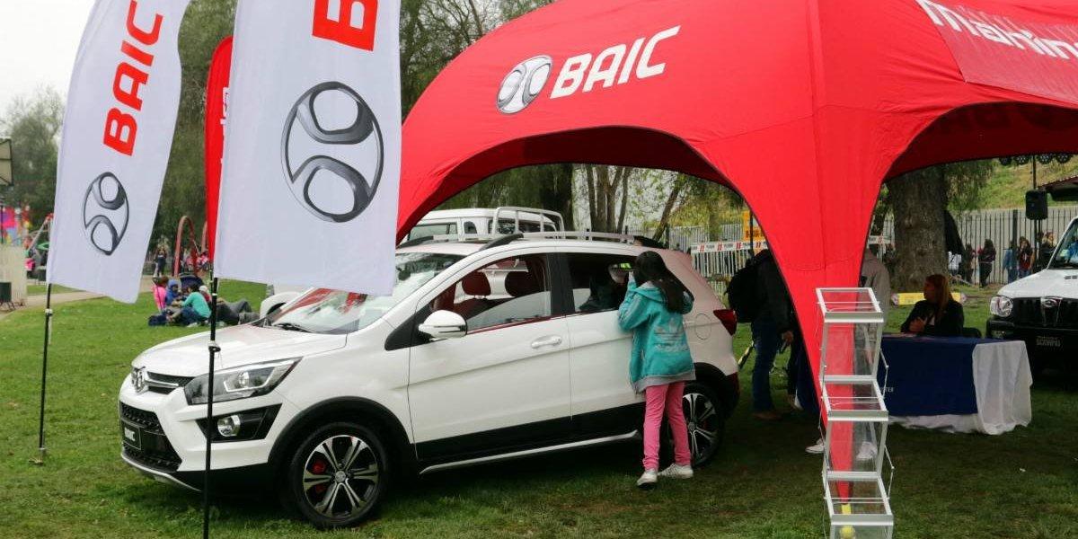 Baic puso el auto en Fiestas Patrias y regaló un X25