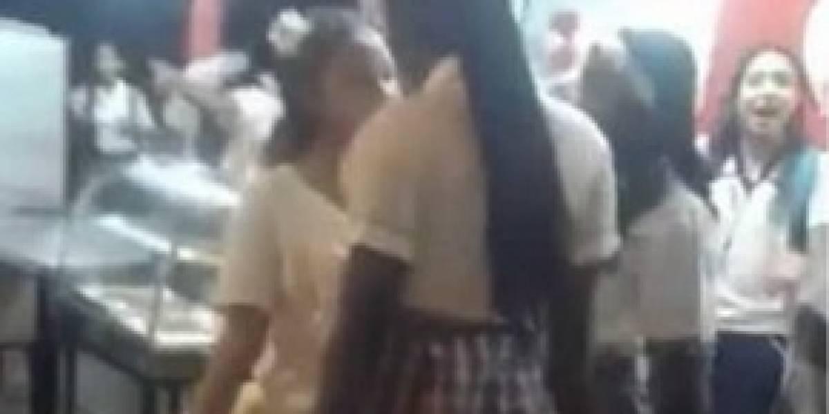 En video quedó una pelea entre dos estudiantes de colegio del Valle
