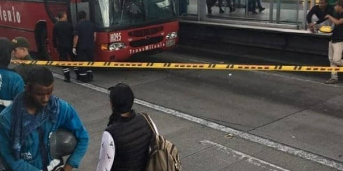¡Atención! hombre muere tras intentar colarse en TransMilenio en compañía de un menor