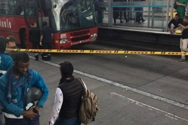 hombre muere tras intentar colarse en TransMilenio en compañía de un menor