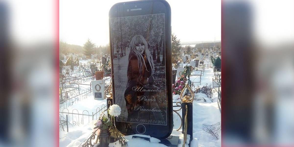 Cemitério tem lápide gigante com formato de Iphone 5