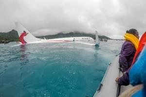 Avión de pasajeros cae al agua en Micronesia.