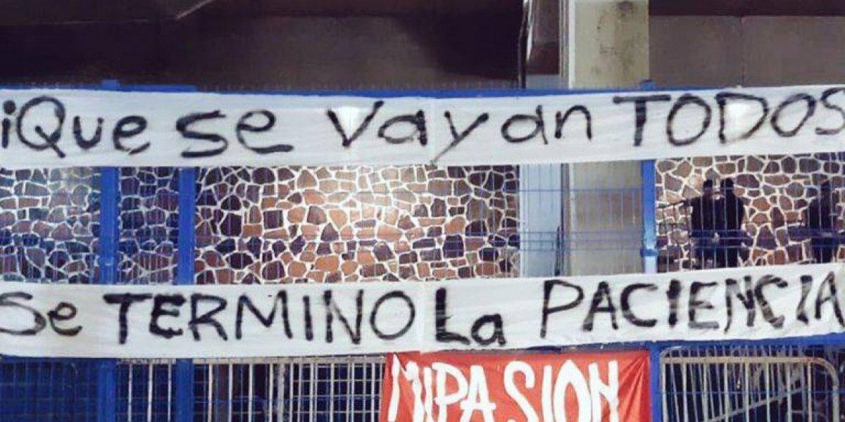 Con pancartas, afición del Atlas protesta en el Jalisco