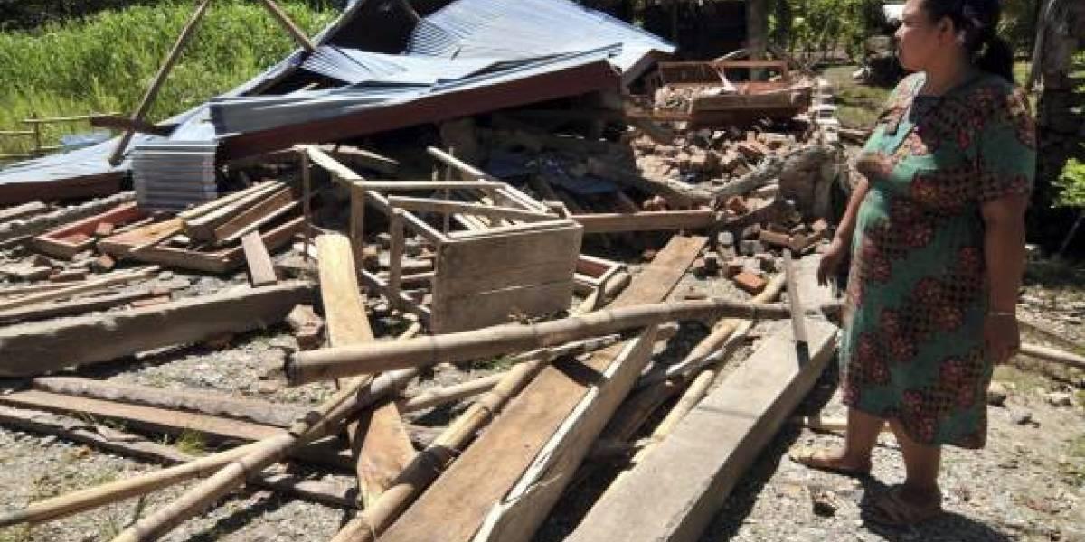 Un tsunami azota dos ciudades de Indonesia tras un sismo de 7,5 grados