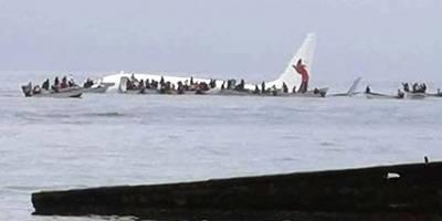 Avión aterriza sobre el agua en Micronesia