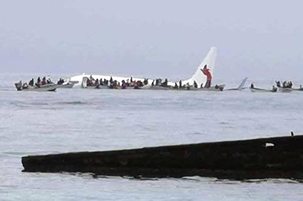 El accidente del avión de Air Niugini en Micronesia, en imágenes