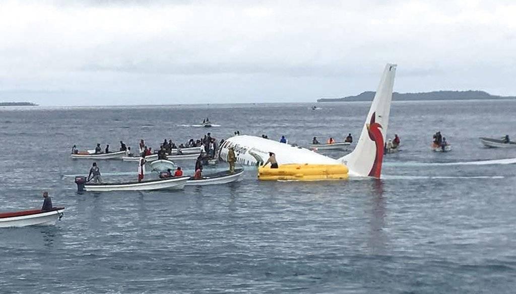 Un avión estaba despegando y terminó en una laguna