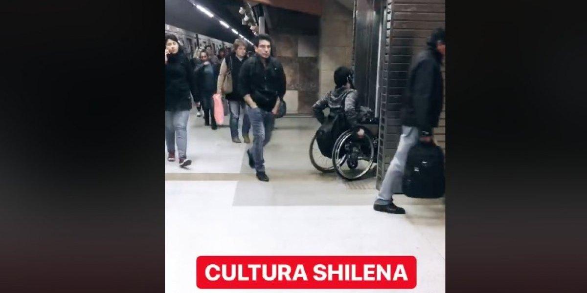 """""""Y después lloran con la Teletón"""": joven indignada reclama por falta de empatía de pasajeros del Metro con persona en silla de ruedas"""