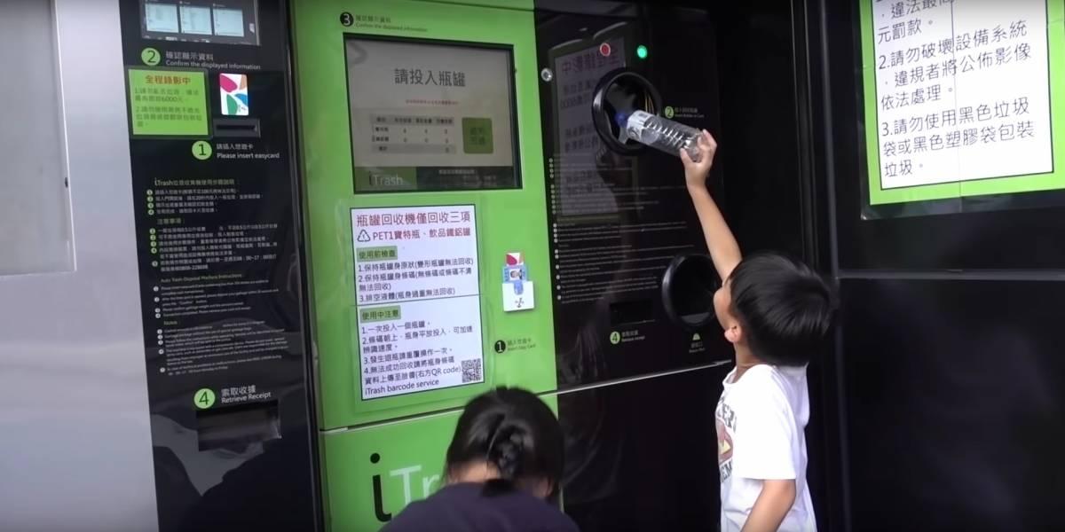 """Los orientales viven en el futuro: estas son las máquinas que te cargan la """"Bip"""" de Taiwan por basura"""