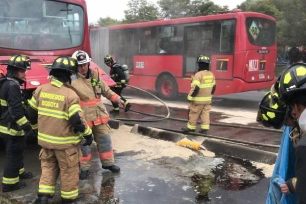 reportan incendio en bus de TransMilenio en el norte de Bogotá