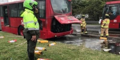 Con fotos y video reportan incendio en bus de TransMilenio en el norte de Bogotá