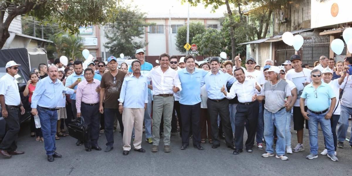 Carlos Luis Morales visitó la parroquia García Moreno al sur de Guayaquil