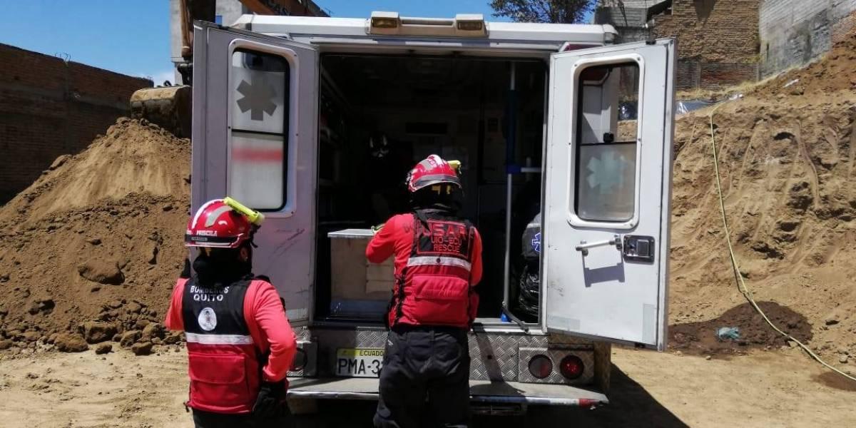 Un persona fallecida tras colpaso de muro en La Magdalena, sur de Quito