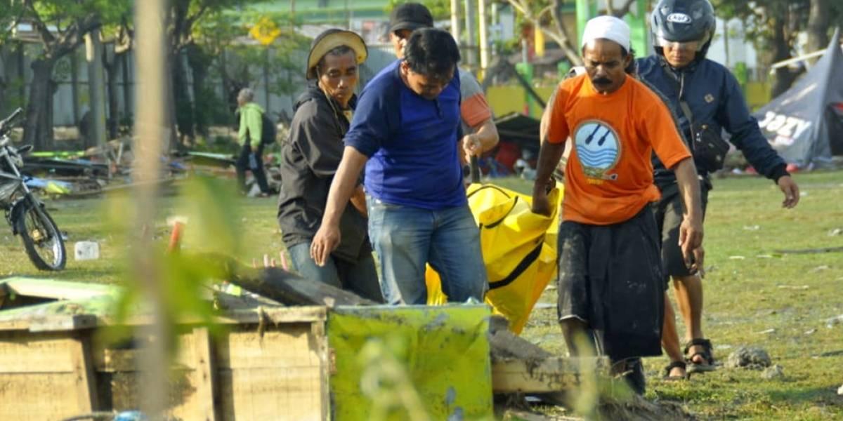 Suman más de 384 los fallecidos por el terremoto de Indonesia