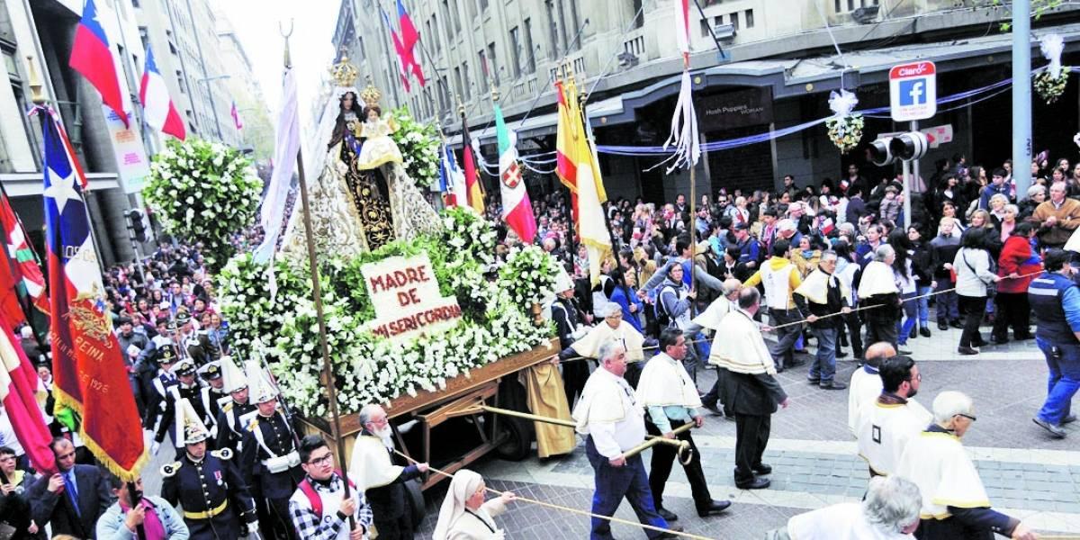 La bicentenaria procesión de la Virgen del Carmen recorrerá este domingo las calles céntricas de Santiago