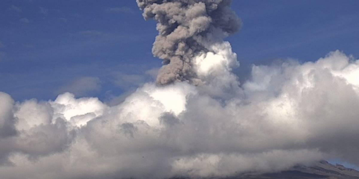 Cae ceniza en localidad mexicana tras fuerte erupción del volcán Popocatépetl