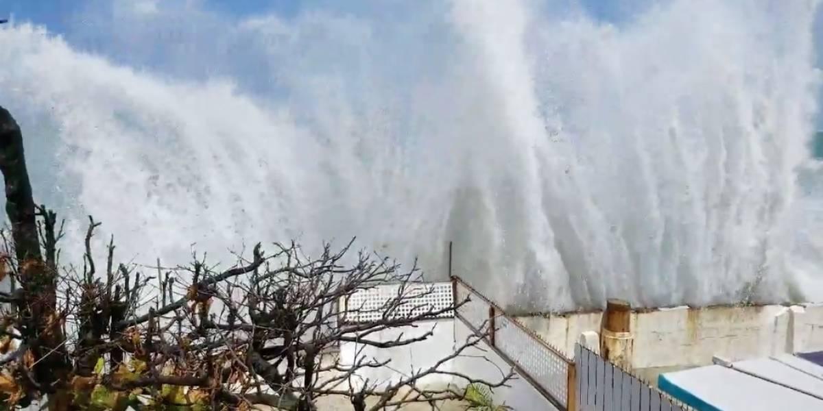 Marejada alta comienza a dejar estragos en municipios costeros