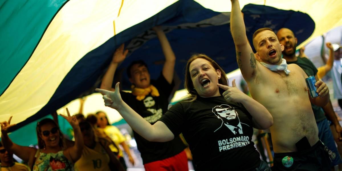 Simpatizantes de Bolsonaro vão às ruas após protestos; rivais fazem apelo a eleitores