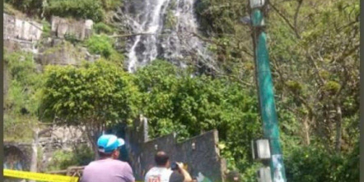 Seis heridos tras caída de una roca en Baños de Agua Santa