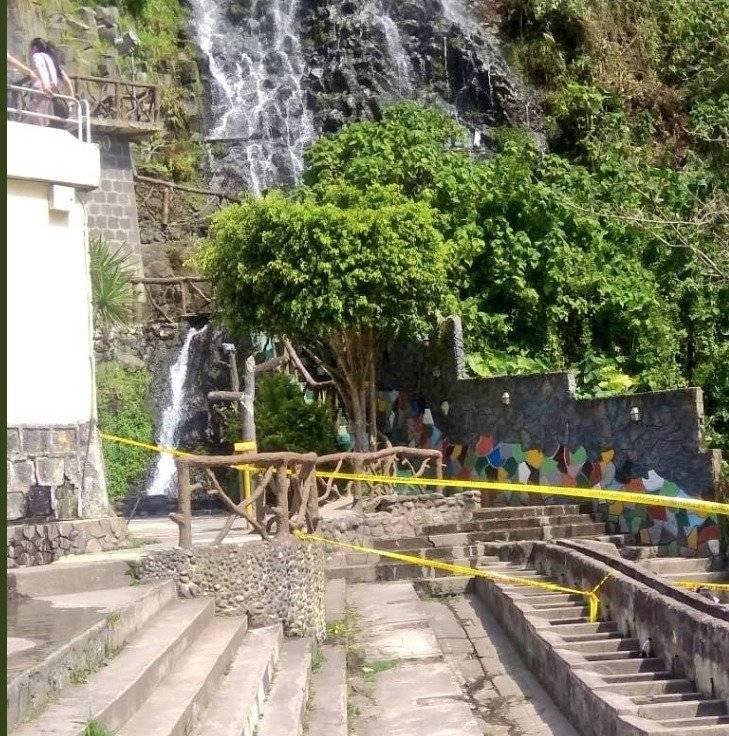 Seis heridos tras caída de una roca en Baños de Agua Santa Twitter