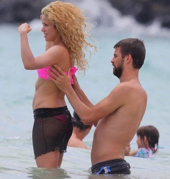 Shakira sin maquillaje, ni Photoshop en bikini con Piqué