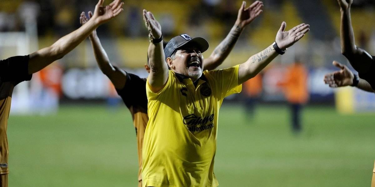 Maradona terminó bailando en el camarín tras ganar su segundo partido en México