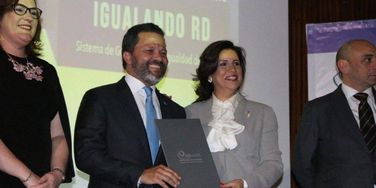 Grupo Humano firma carta de compromiso de 'Igualando RD'