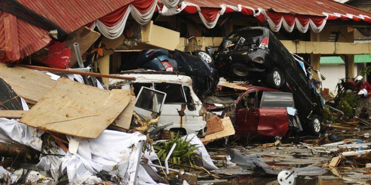 En pocas horas suben a 832 víctimas de sismo indonesio