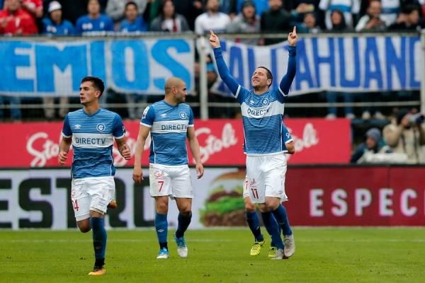 Luciano Aued dedicándole su gol ante Colo Colo a su padre Horacio, quien falleció en junio pasado / Foto: Photosport