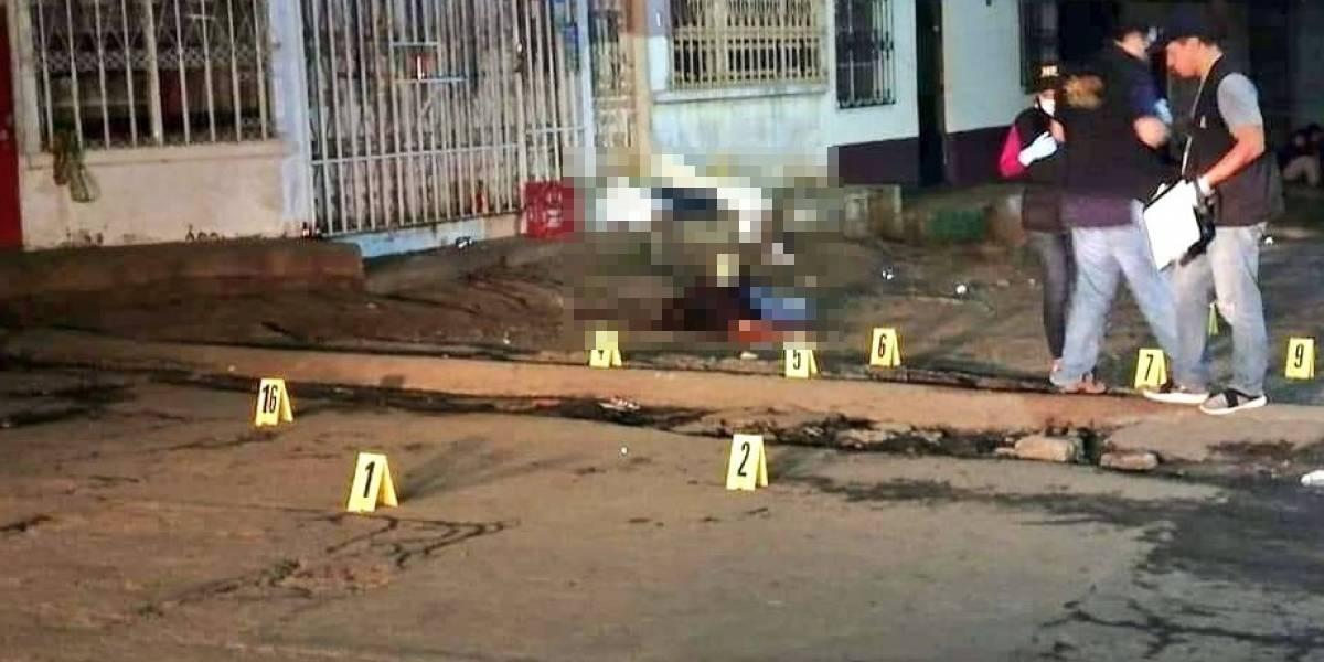 Tres hombres mueren frente a una tienda en Villa Nueva