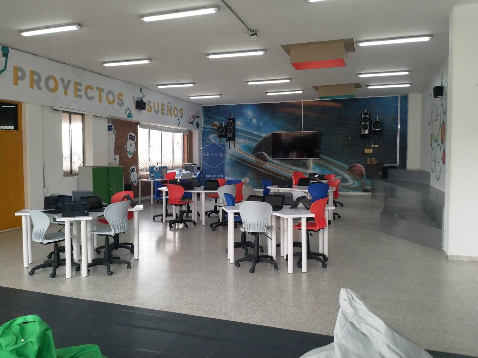 """Inauguran en Bogotá el primer """"Salón de Clases del Futuro"""" de Colombia"""