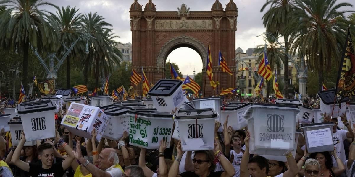 Catalanes exhiben devoción independentista en aniversario