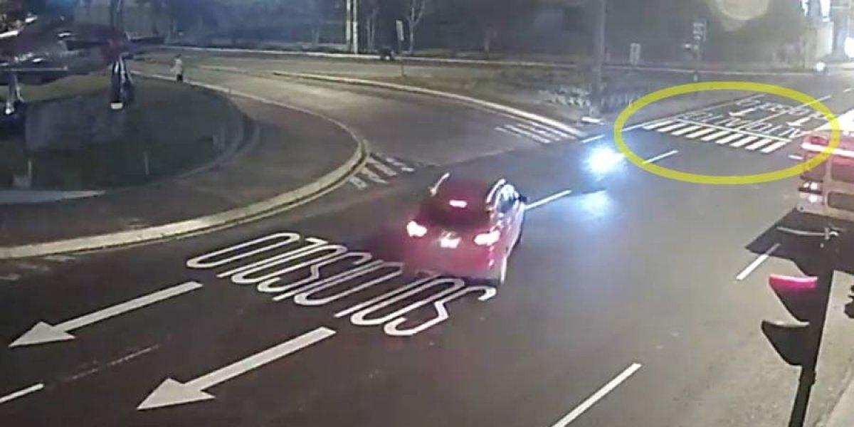 VIDEO. Imprudencia provoca accidente de moto y vehículo en la zona 13