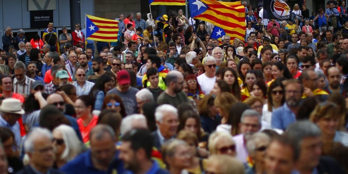 Con bloqueos, catalanes recuerdan aniversario de referendo